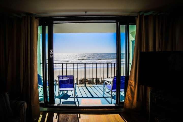Profitez de la vue depuis le salon ou le balcon.