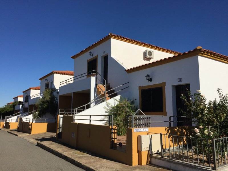 BUNGALOW16! (WIFI + Parking + Patio), location de vacances à Salvatierra De Los Barros