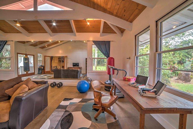 La salle de bonus offre un espace supplémentaire pour les clients et les équipements de remise en forme.