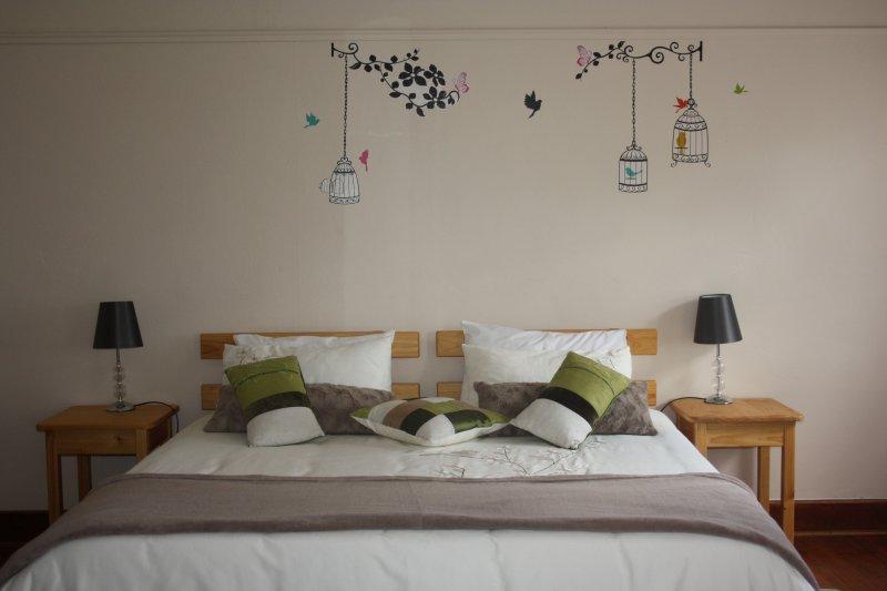 4 º dormitorio: cama de matrimonio y 2 camas individuales