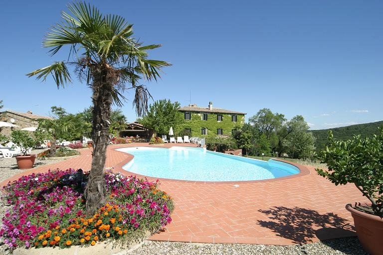 Nice house with shared pool & Wifi, location de vacances à Murlo