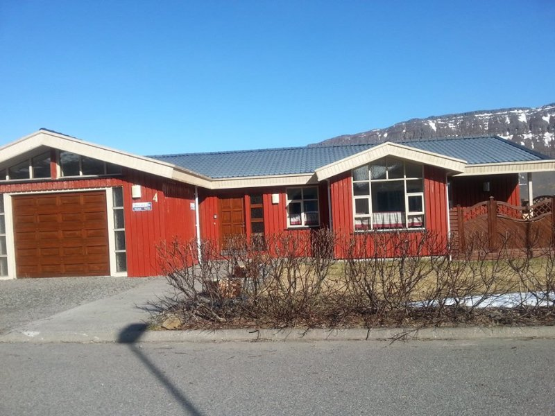 PRIVATE HOUSE, PEACEFUL NATURE, vacation rental in Isafjordur