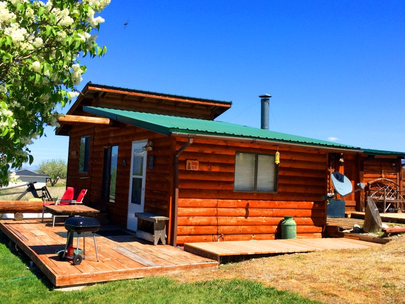 Wilderness Spirit Cabins LLC- 'Bear Cave' cabin, location de vacances à Victor