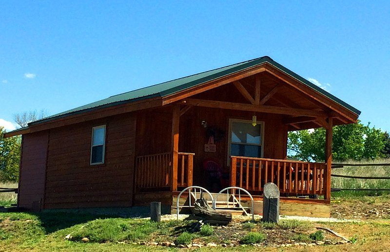 Wilderness Spirit Cabins LLC- the 'Wolf Den', aluguéis de temporada em Darby