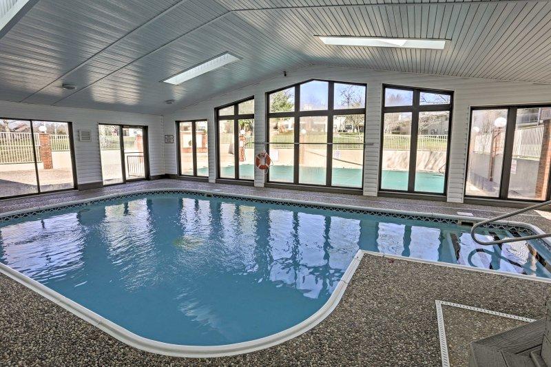 Você vai estar no coração de Branson neste 2-bed, 2-bath condomínio de férias.