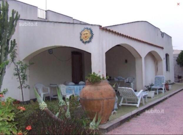 Villetta indipendente con tutti i comfort a 50 m dal mare, alquiler vacacional en Lentini