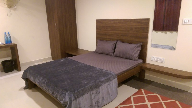 TRANQUIL SERVICED APARTMENTS - Single room with a Private entry, alquiler vacacional en Bangalore