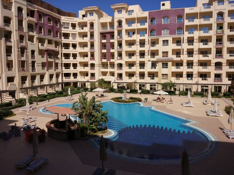HELEN APARTMENT 63m2 is located in the heart of district Arabia in Hurghada, alquiler vacacional en Hurghada