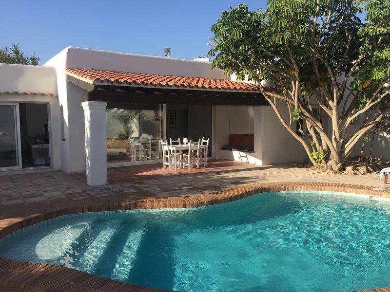 Can Fuentes, Cala Pinet, 6 pers, piscine privée et à 5 min à pieds de la plage, casa vacanza a Port d'Es Torrent