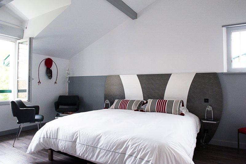chambre lit king size avec douche