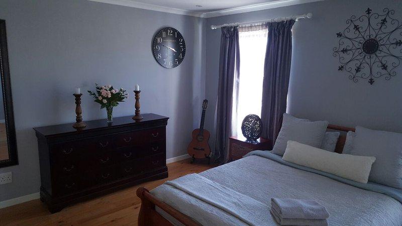 Main Bedroom (Queen Bed) with En Suite (Shower and Toilet)