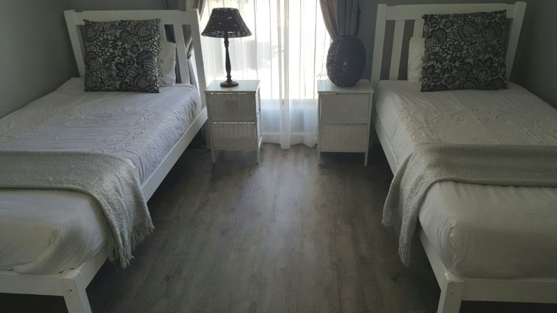 Bedroom (2 Single Beds)