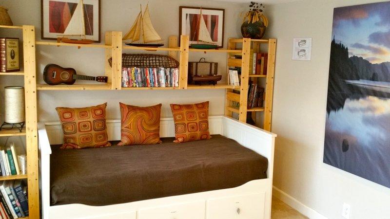 3º quarto andar de baixo com sofá-cama que se converte em um Rei
