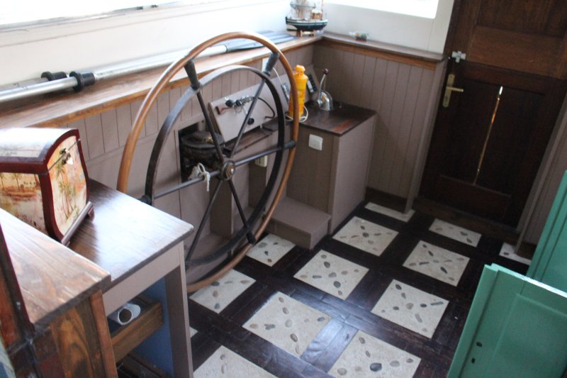 cockpit omgezet in keuken