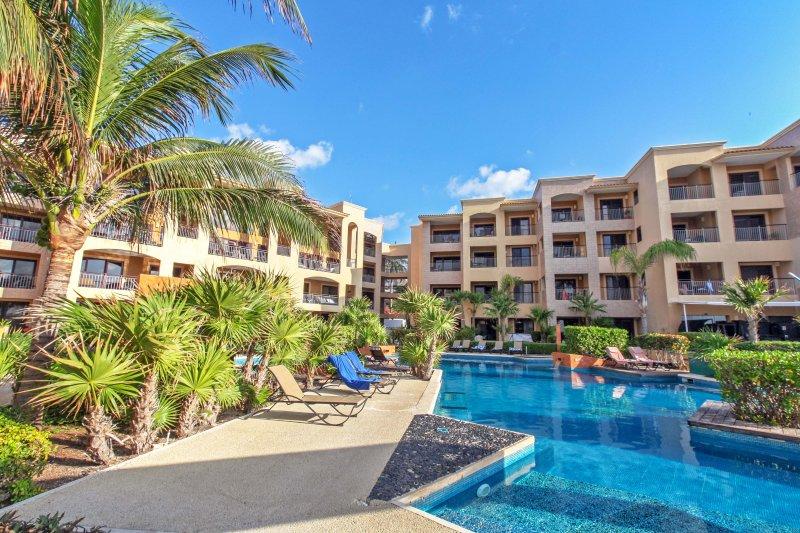 Vous pouvez utiliser la piscine à côté (vu ici) à El Faro