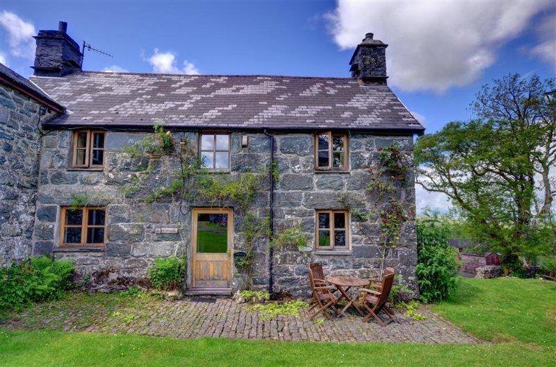 Maesgwm Farm Cottage (WAH569), vacation rental in Ganllwyd