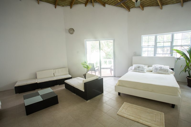 Chez Mango Villa & Suites, holiday rental in Montserrat