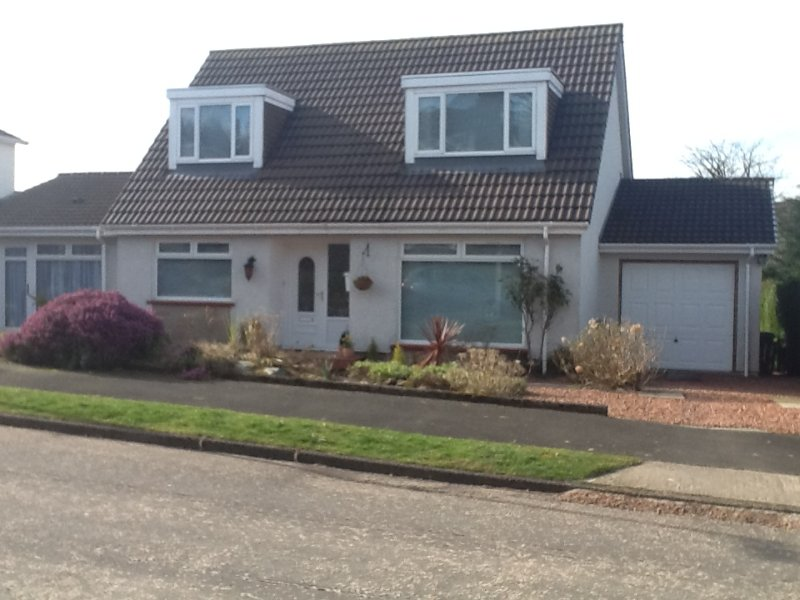 Self contained part of family home. Private access. Few mins drive Loch Lomond, holiday rental in Rosneath