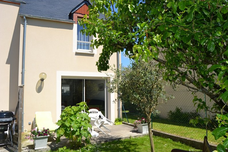 Nice house with garden & terrace, location de vacances à Le Minihic-sur-Rance