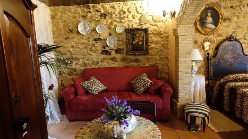 Nice studio with balcony & Wifi, vacation rental in Aidone