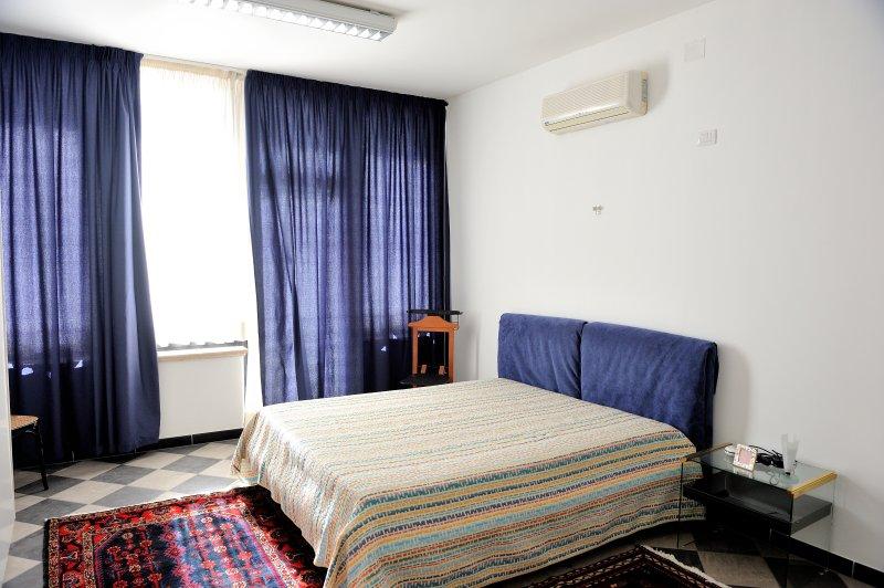 AL KAOS DA PIRANDELLO ' PIRANDELLO' alloggio/ufficio/lavoro, holiday rental in Porto Empedocle