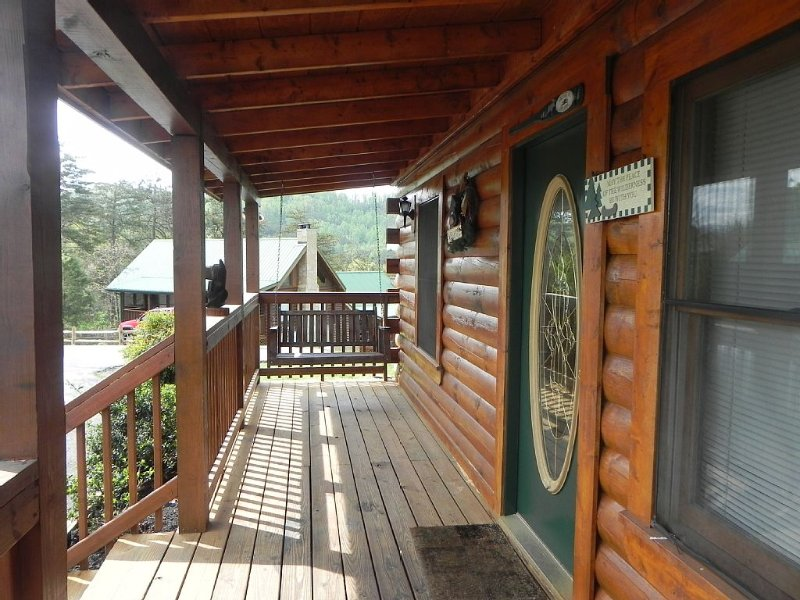 Tremendous Bears Den Cabin A Luxurious 4 Bedroom Cabin Less Than 5 Download Free Architecture Designs Scobabritishbridgeorg
