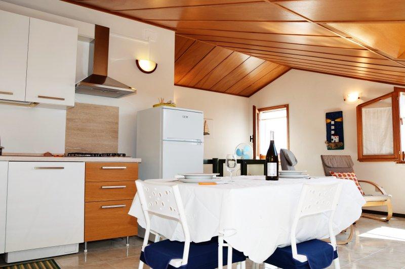 Romantica mansarda fronte mare - Wifi -  sul lungomare di Sant'Antioco, vacation rental in San Giovanni Suergiu