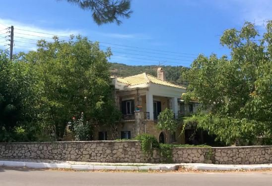 'PERIS' independent apartment in a traditional stone house with garden, Lefkada, vacation rental in Lefkada