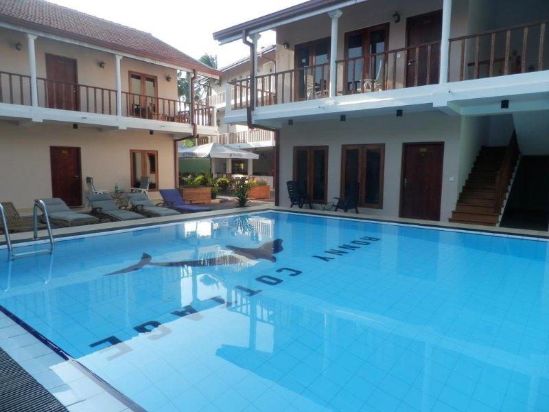 piscina al aire libre, que se encuentra el centro de las habitaciones