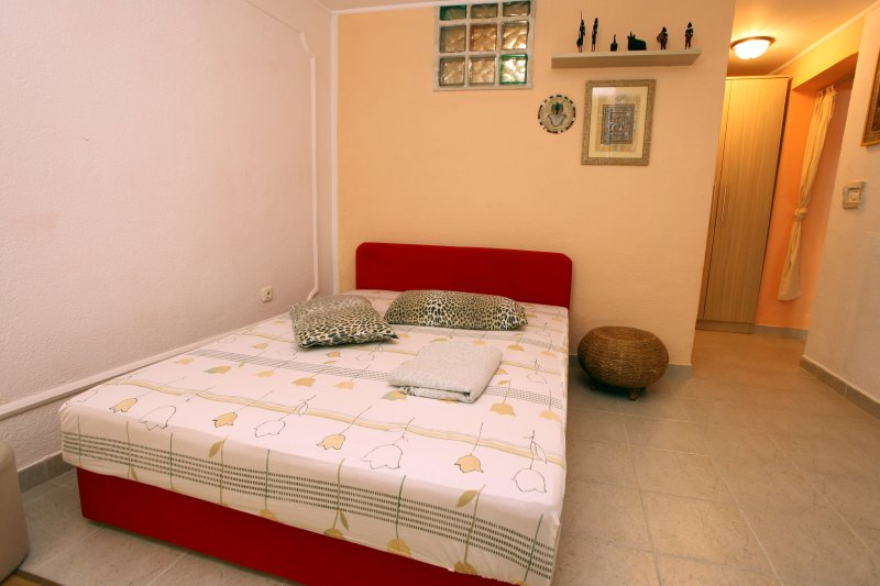 ES2 Lovely Apartment at the Beach, vacation rental in Umag