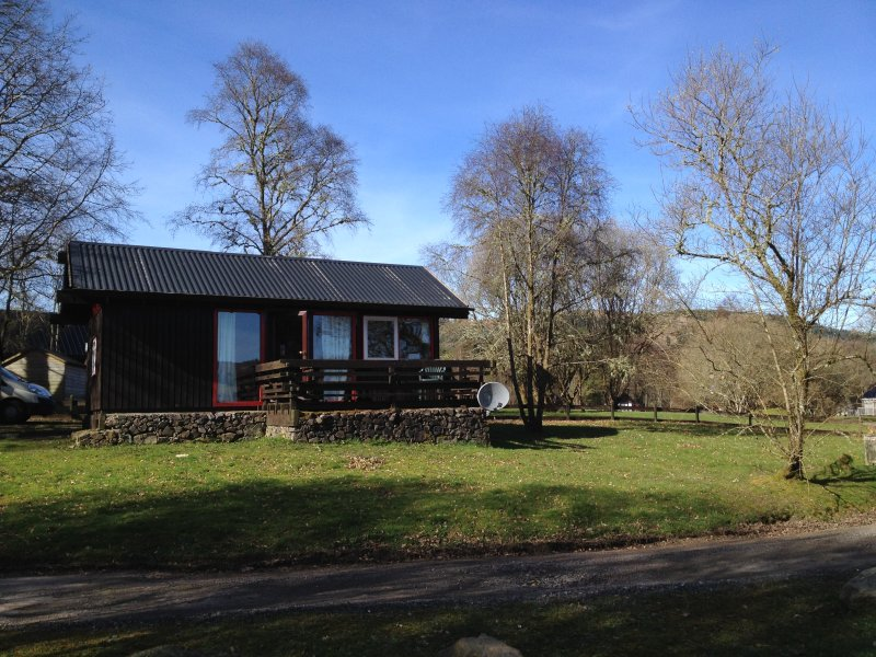 Cosy Cabin with open views of Loch Awe, holiday rental in Portsonachan