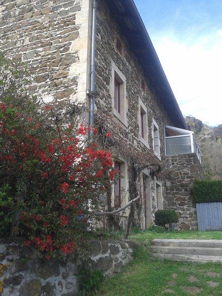 Maison de caractère dans un village typique proche du Puy en Velay, alquiler vacacional en Espaly-Saint-Marcel
