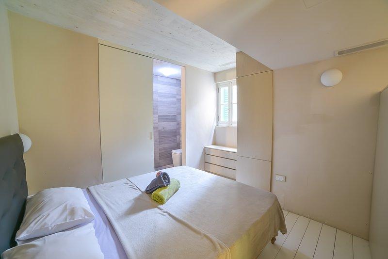 Large, bright and chic 2-BDR triplex (ref: AF), vacation rental in Valletta