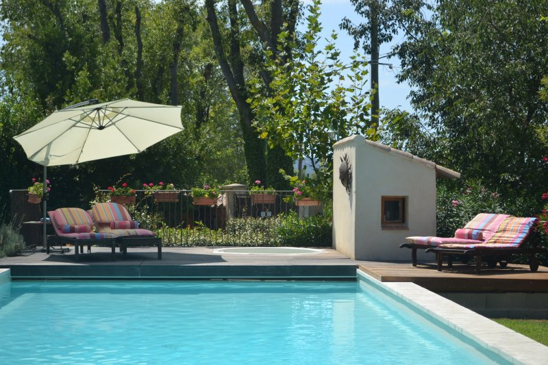 La Tour at Provence Paradise / 2 BR / Wifi / AC / Pool, vacation rental in Saint-Remy-de-Provence