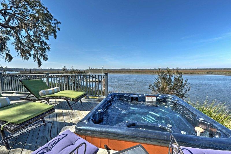 Verhoog uw Georgia retraite met deze Midway casita met ongerepte uitzicht op het water.