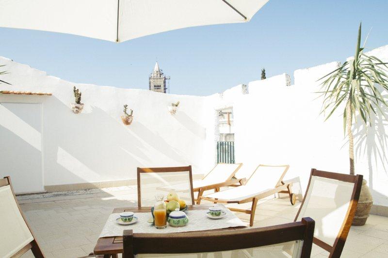 Palazzo Bianchi - CAMPANARIUM appartamento con terrazza privata, holiday rental in Trani
