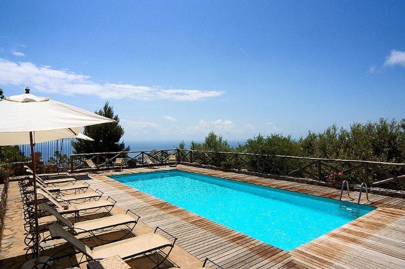 Villa Carissa E, holiday rental in Sant'Agata sui Due Golfi