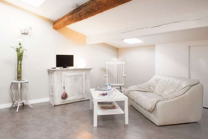 The white studio under heaven Aigues Mortes