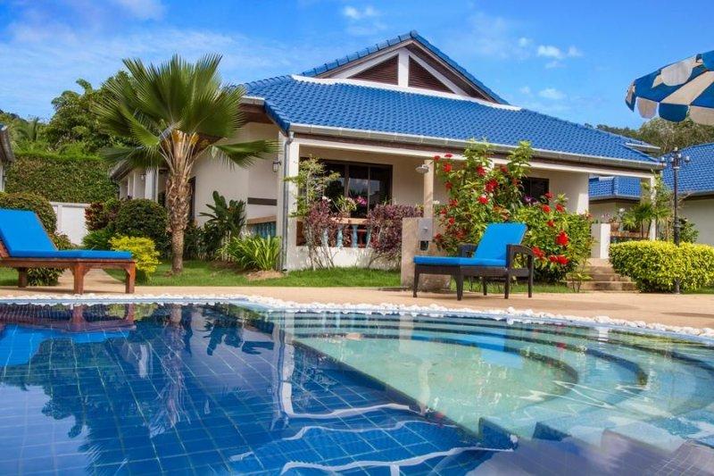 VILLA 3 CH PISCINE RÉSIDENCE AVEC SERVICES 6/8 Personnes, location de vacances à Nai Harn