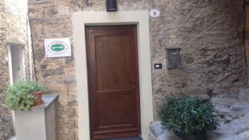 Main entrance to the center of Vesallo
