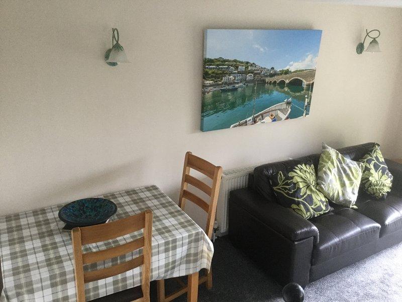 Sofá y mesa de comedor