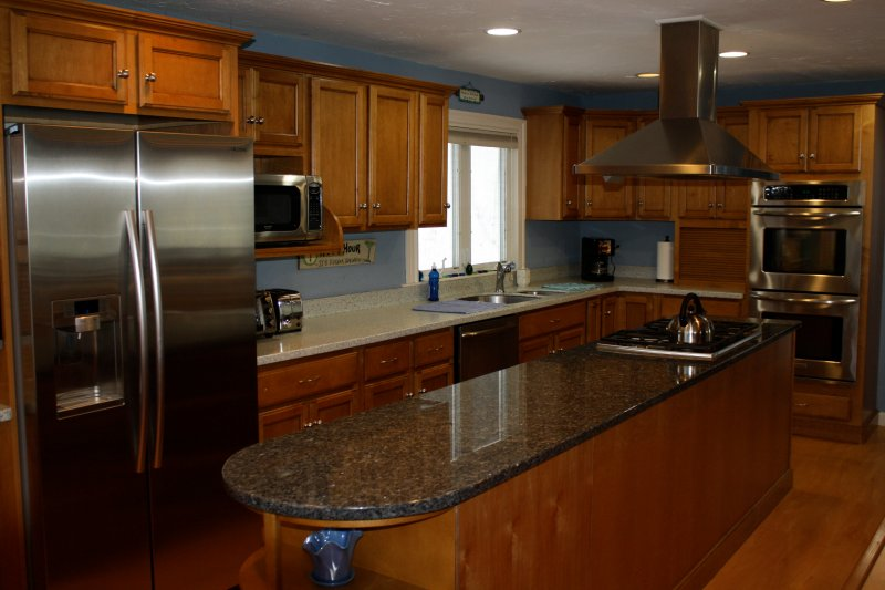 Beautiful Kitchen with Gas Cooktop on Granite Island