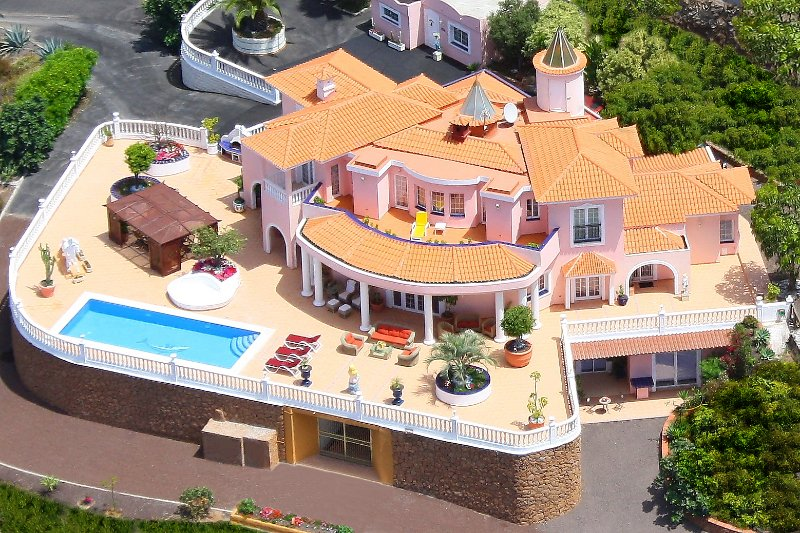 Fabulous Villa & Chalet Great Sea Views Private Heated Pool Cinema Disco Adeje, holiday rental in Barrio Los Menores