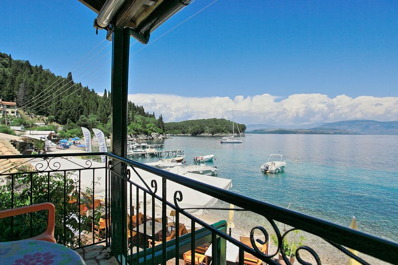 Olga's Cottage Agni: A traditional village house, set on the beach, with, holiday rental in Nissaki