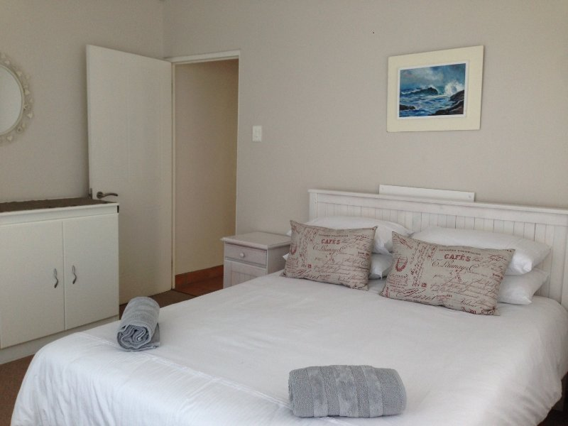 Three-bedroom Sea Holiday Villa - Picolla Bocca Villa, holiday rental in Kleinmond