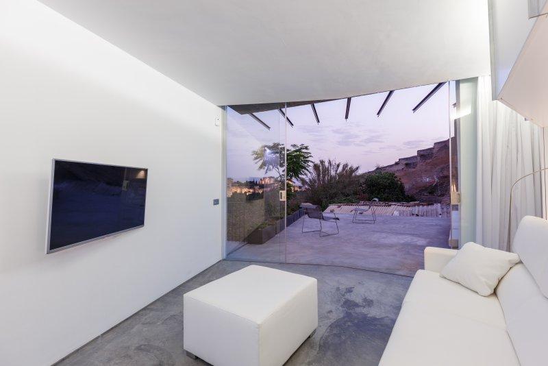 Casa Cueva de Lujo y Diseño con vistas Alhambra. Luxury Cave, vacation rental in Viznar
