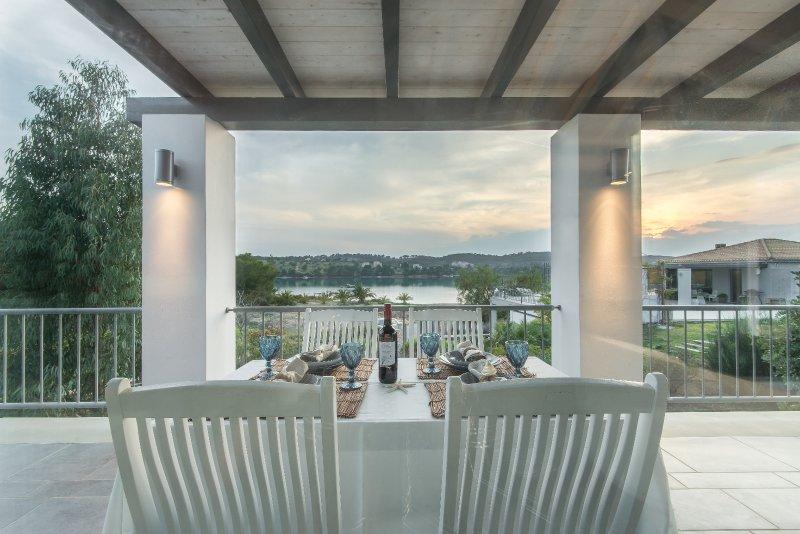 Minimal maisonette in Porto Cheli, vacation rental in Porto Heli