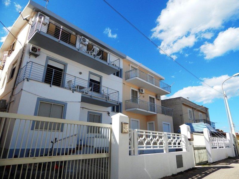 CASA GOMEZ 1: centralissimo quadrilocale, 6 persone, vacation rental in La Caletta