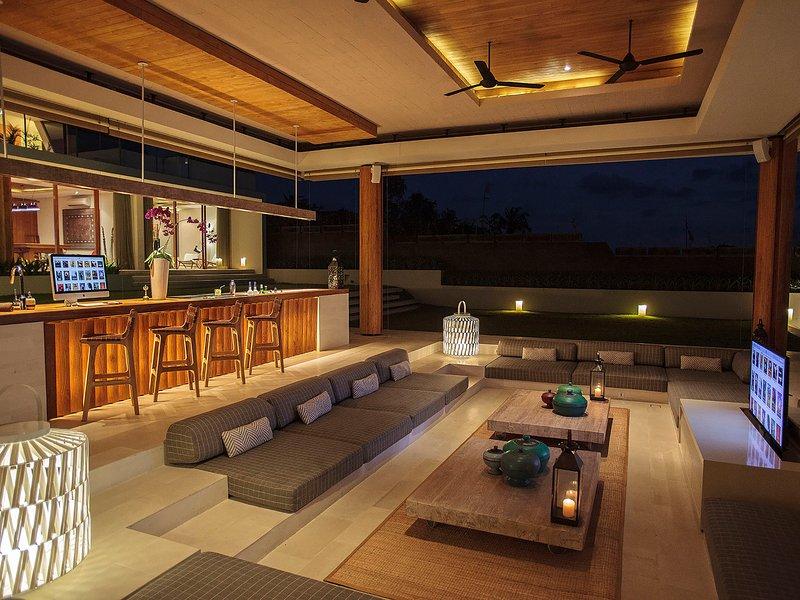 L'Iman Villa - Bar et salon la nuit