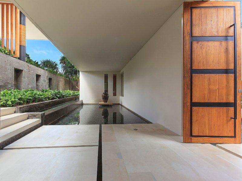L'Iman Villa - plan d'eau d'entrée Superbe